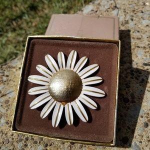 🍁🍁Vintage 1970's avon fragrance pin